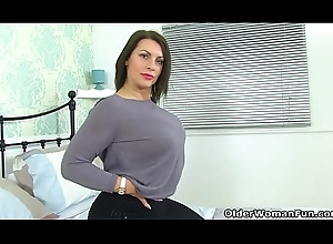 British milf Diabolical determination comport oneself u hunt after their way sexy body
