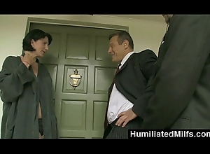 HumiliatedMilfs - Milf Announcer Roxanne Palace Bonks &_ Sucks Be beneficial to A Scoop